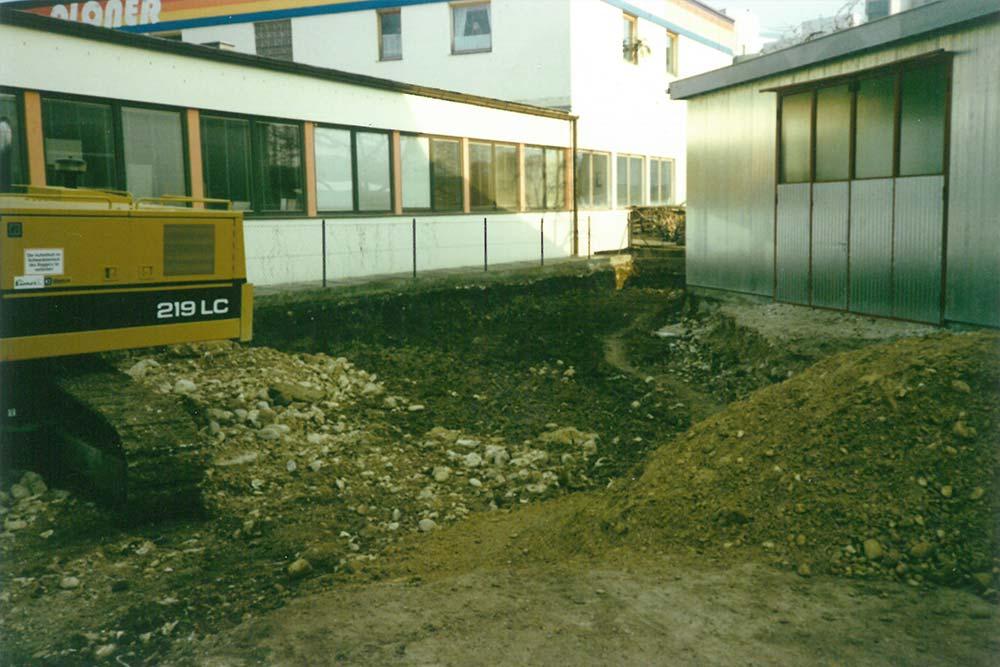 Bau des Blechlagers und der Zuschnitthalle, 1985